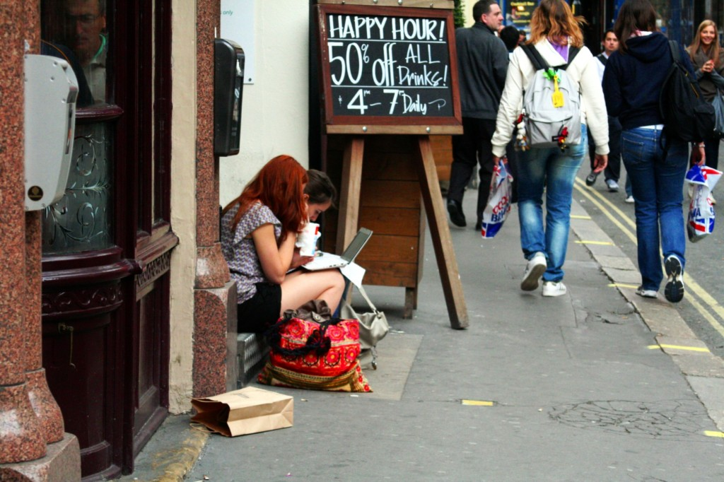 Street scene, laptop, pub, walking